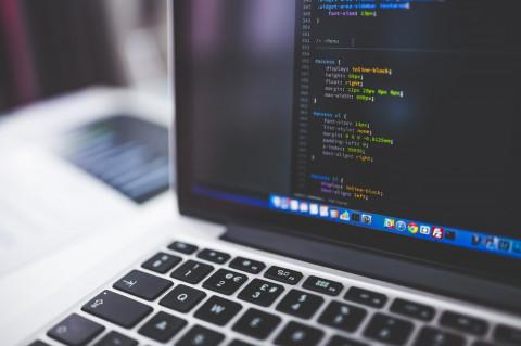 Ordenador con datos de cibersegurida