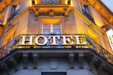 Vista de un hotel, una de las opciones para ser experto en turismo internacional
