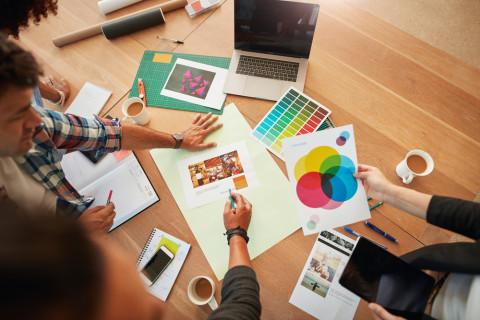 Creativos de publicidad utilizando claves de la psicología