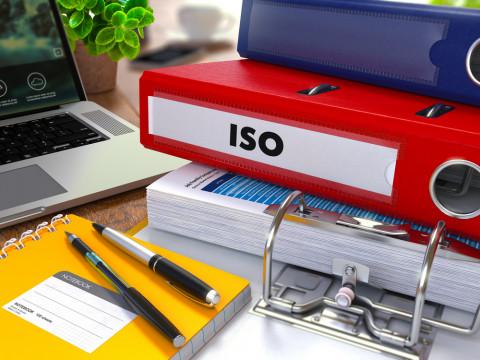 Carpeta con normas ISO