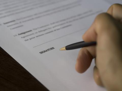 Firma para revalidar un título español en México