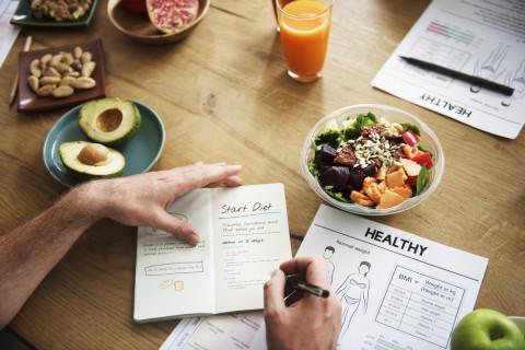 Dietista trabajando
