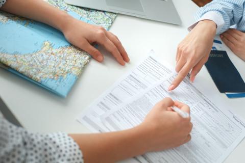 Clientes en agencia de viajes