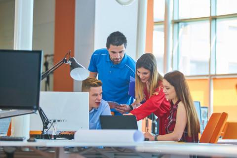 Alumnos del CEUPE estudiando