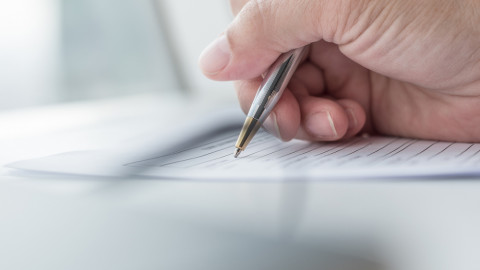 Firma de documentos para convalidar título en Uruguay