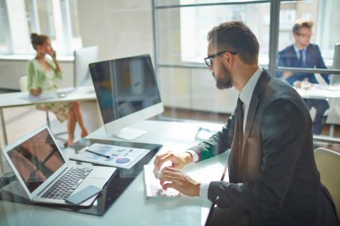 Especialista en Corporate Compliance trabajando