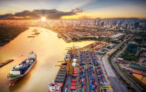 Vista de un puerto comercial
