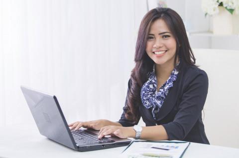 Alumna estudiando online
