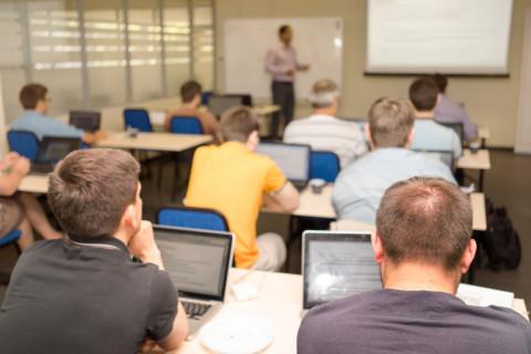 Clase en una escuela de negocios en España
