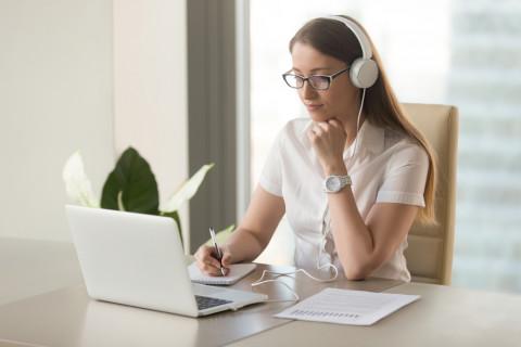 Estudiante de una universidad online