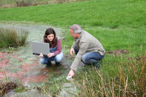 Técnicos de medio ambiente trabajando